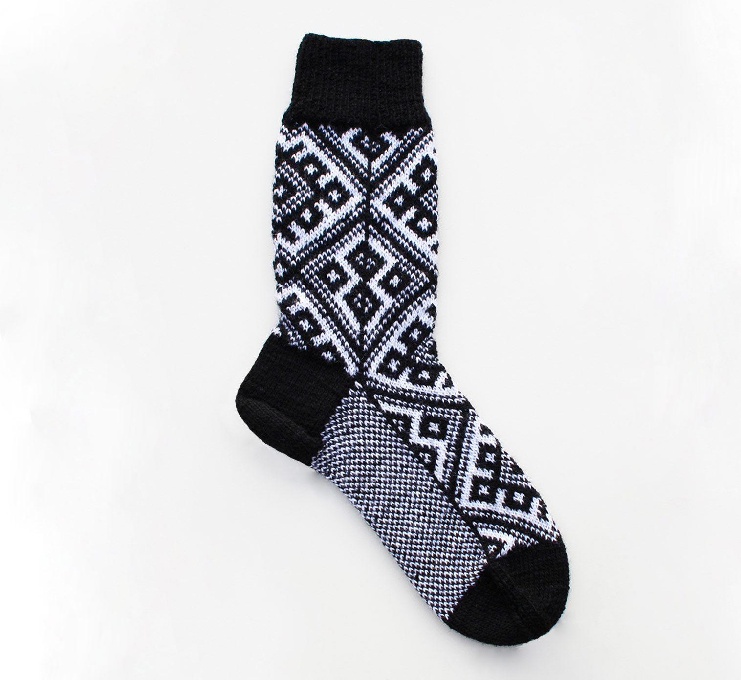 Kostenlose Strickanleitung für Norweger-Socken im Fair Isle-Strickmuster.