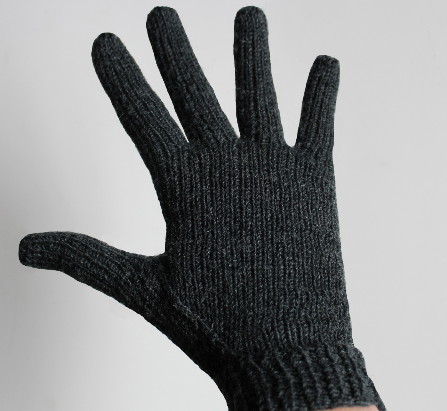 Strickanleitung-Fingerhandschuhe-stricken-kostenlos.jpg