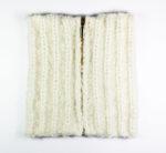 Kostenlose Strickanleitung für einen Mini-Schal mit goldenem Reißverschluss.